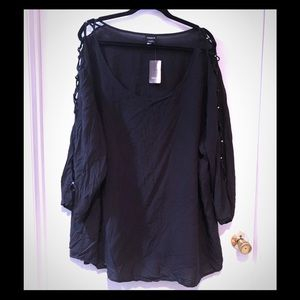 NWT Torrid 5x black 3/4 caged sleeve fashion top